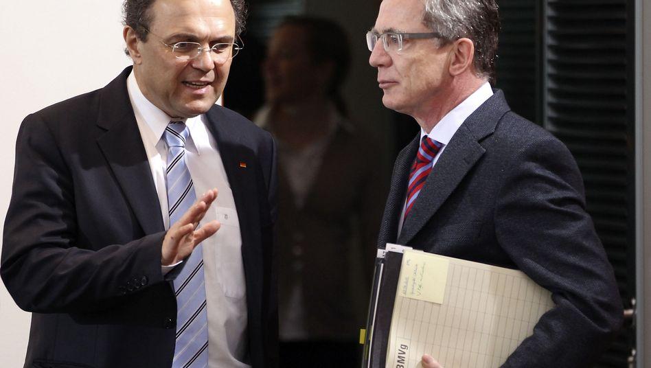 Innenminister Friedrich, Verteidigungsminister de Maizière: Immer neue Pannen