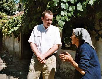Transsilvanien: Kreuter im Gespräch mit einer alten Frau, die ihren verstorbenen Mann pfählte