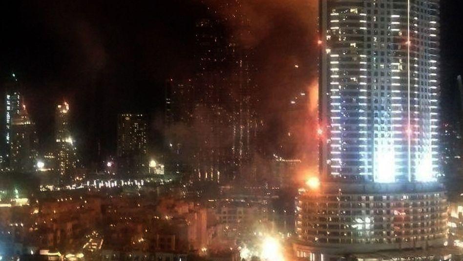 Luxushotel: Großfeuer in Dubai - Wolkenkratzer steht in Flammen