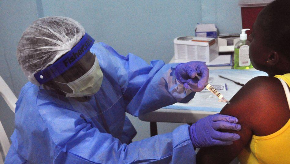 Impfung: In Guinea haben Experten damit begonnen, die Wirksamkeit von VSV-EBOV zu testen