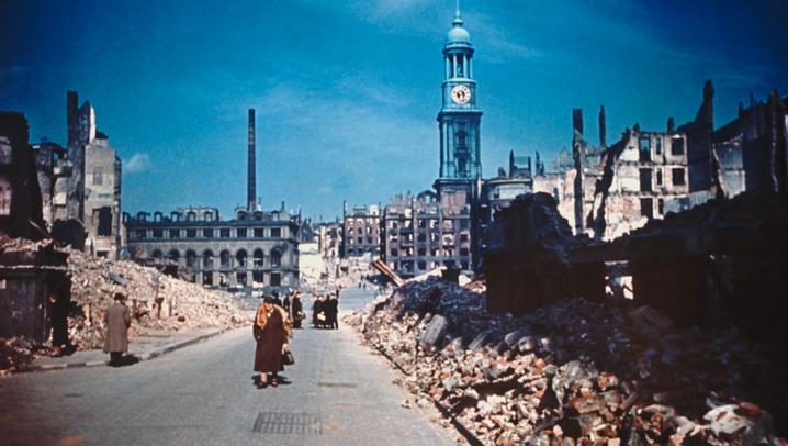 Farbfotos einer Trümmerwüste - Hamburg bei Kriegsende 1945