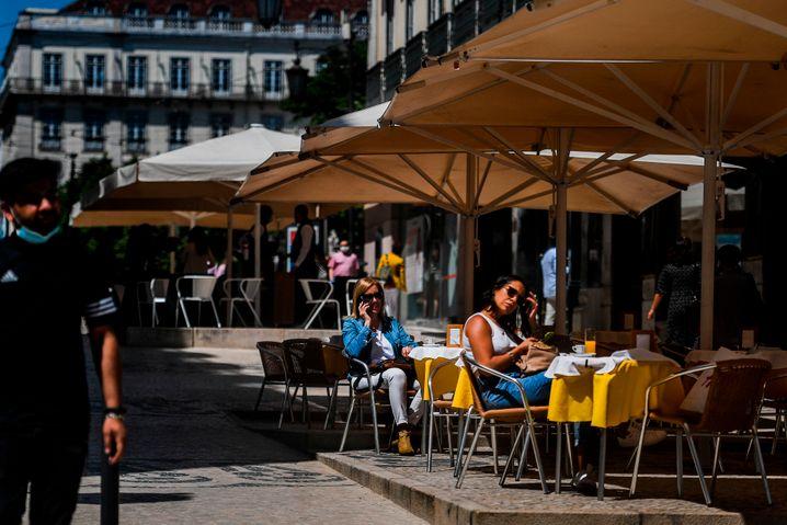 Geöffnetes Café in Lissabon: In Portugal hat die zweite Phase beim Weg aus dem Lockdown begonnen