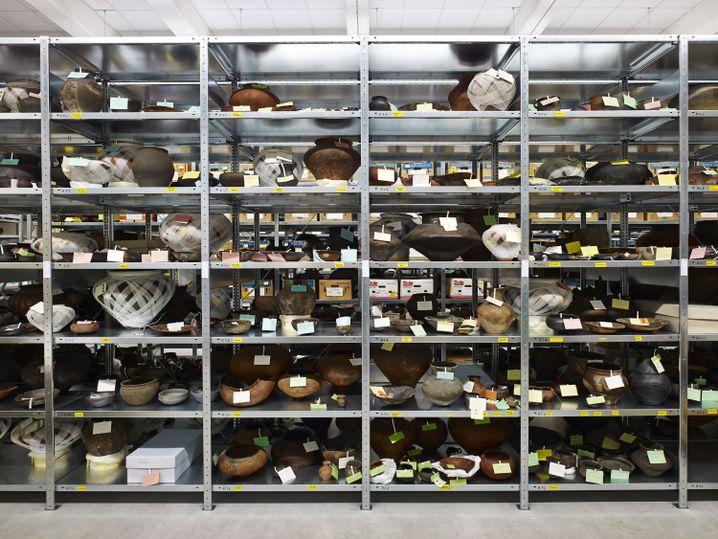 Frühkeltische Gefäße im Archiv des Landesmuseums Württemberg