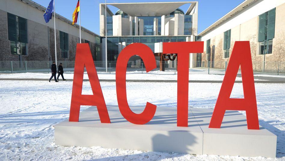 Protest gegen Acta (vor dem Bundeskanzleramt): Deutschland wartet auf die EU