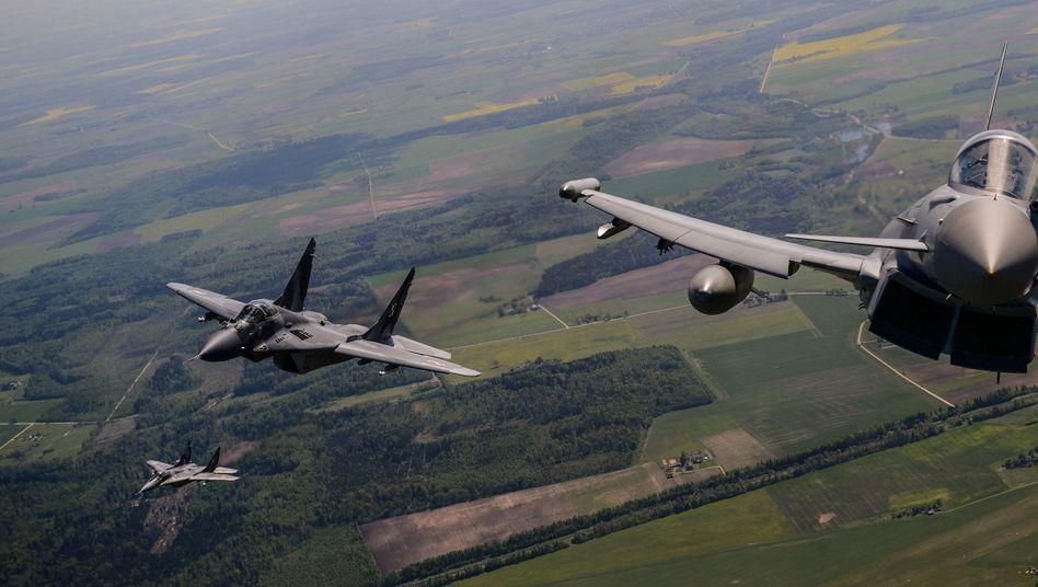 Polnische Nato-Jets über dem Baltikum: Bedingt abwehrbereit?