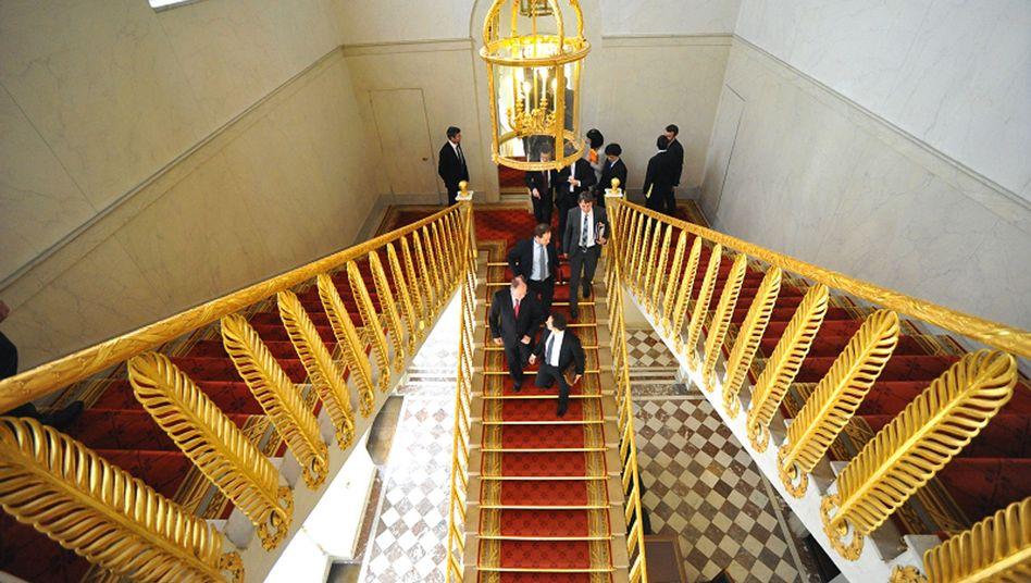 SPD chancellor candidate Peer Steinbrück visited French President Francois Hollande in Paris on Friday.
