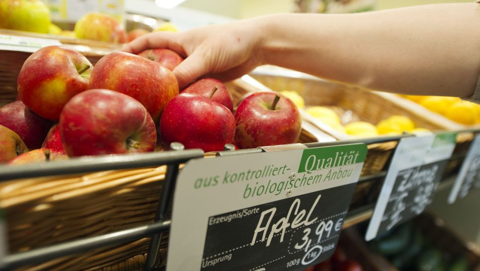 Bioäpfel im Reformhaus: Inzwischen bieten auch Discounter Biomarkenprodukte an