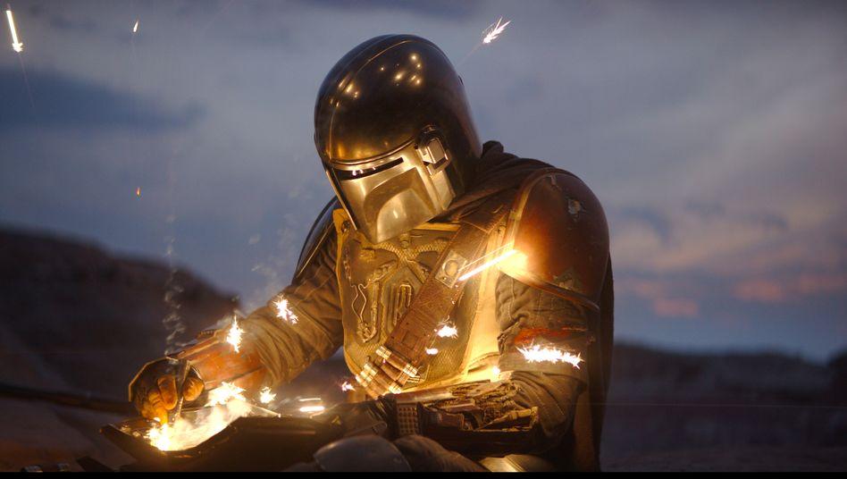 """""""The Mandalorian"""" (Disney+): Perfekte Serie für alle, die """"Star Wars"""" für überschätzten Kinderquatsch halten."""