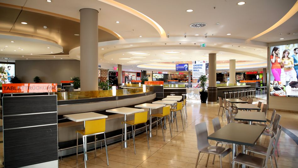 Leerer Speisebereich in einem Einkaufszentrum in Dortmund: Deutschland schottet sich ab