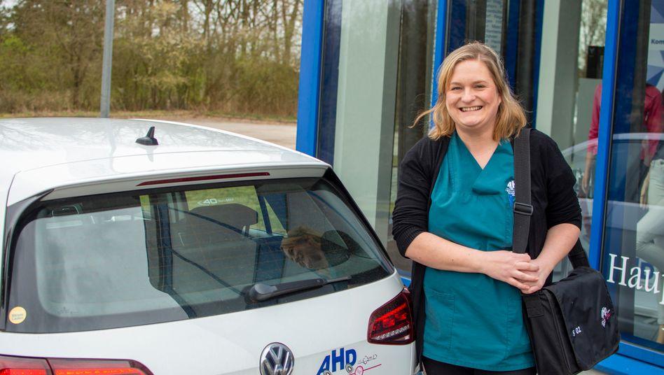 """Gesundheits- und Krankenpflegerin Stefanie Greger: """"Viele Patienten haben Angst"""""""
