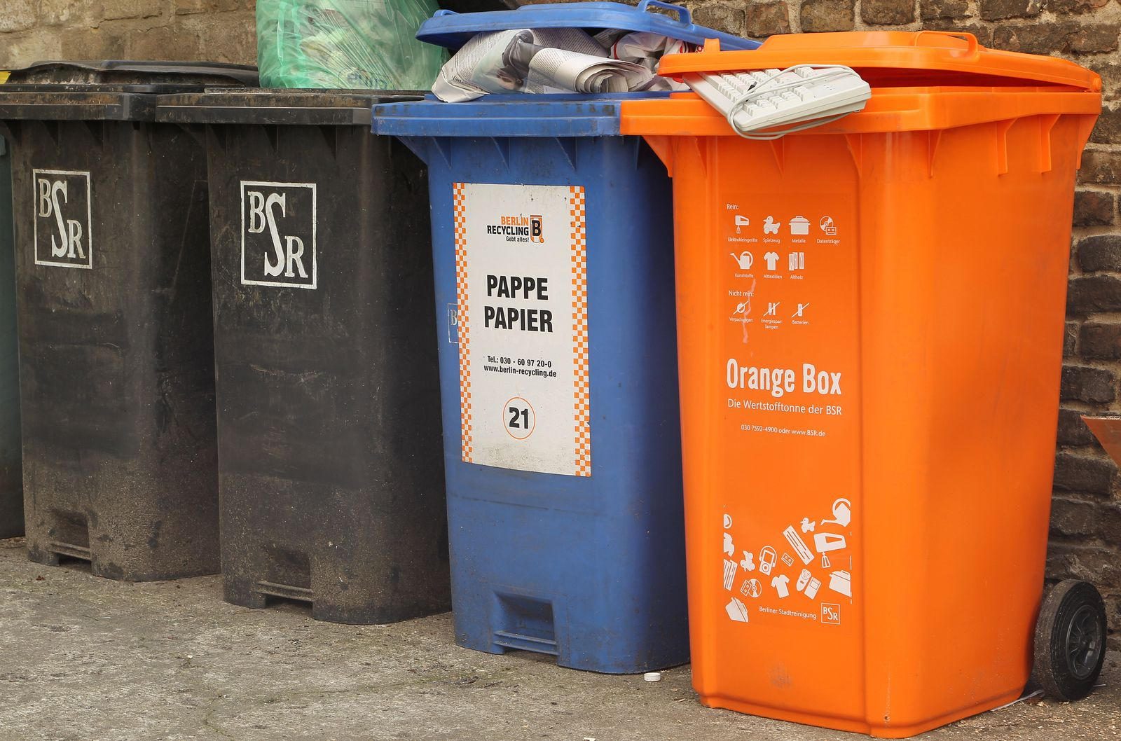 Wertstofftonne / Orange Box
