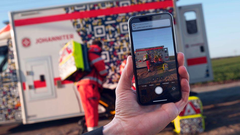 Mit QR-Codes gegen Gaffer: So wollen die Johanniter Schaulustige davon abhalten, Unfälle zu fotografieren