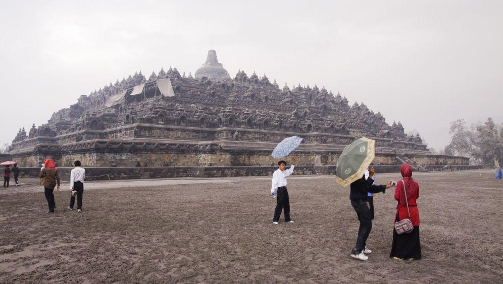 Borobudur unter Asche: Vulkan bedroht buddhistisches Welterbe