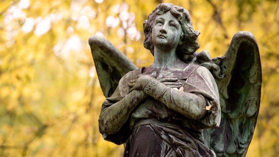 Engelsfigur auf einem Münchner Friedhof (Symbolfoto)