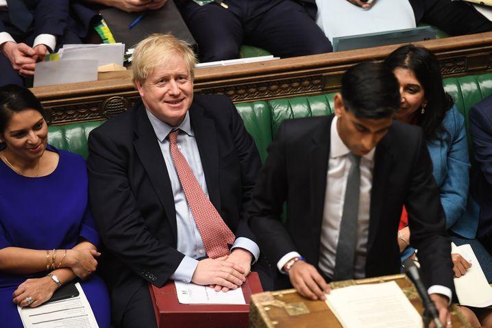 """""""This budget gets it done"""": Boris Johnson während Sunaks Haushaltsrede - sichtlich erfreut"""