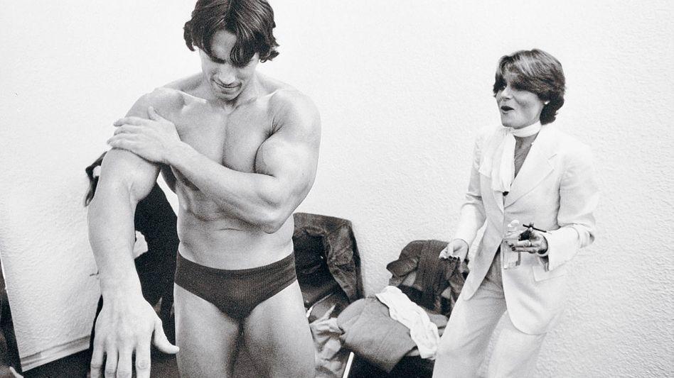 Bodybuilder Schwarzenegger mit Schauspielerin Candice Bergen 1976: Alles immer großartiger, lauter, unglaublicher