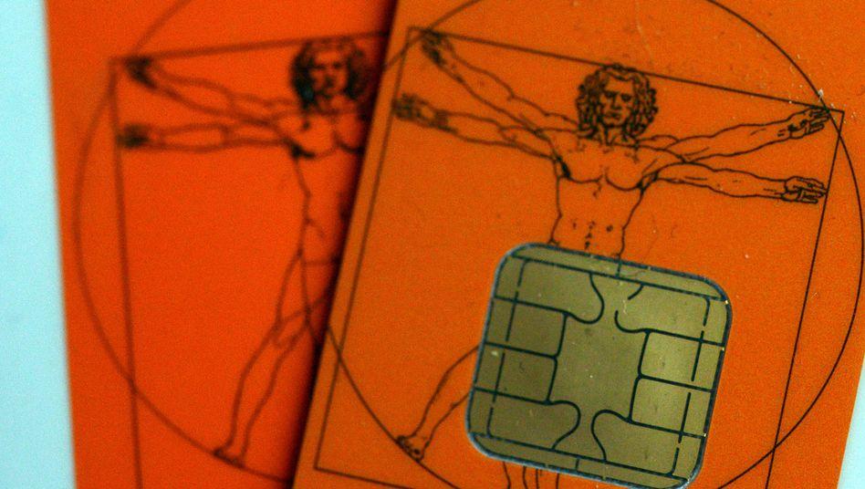 Elektronische Gesundheitskarte: Die eGK ist hoch umstritten - und hätte bereits 2006 eingeführt werden sollen