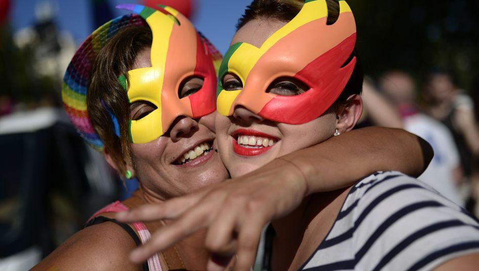 """Demonstrantinnen (in Barcelona): """"Lesbe wird häufig als Schimpfwort benutzt"""""""
