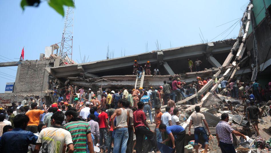 Bangladesch: Zahl der Toten steigt nachEinsturz von Textilfabrik