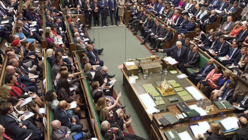 Debatte im Unterhaus: Zwangspause bis Mitte Oktober