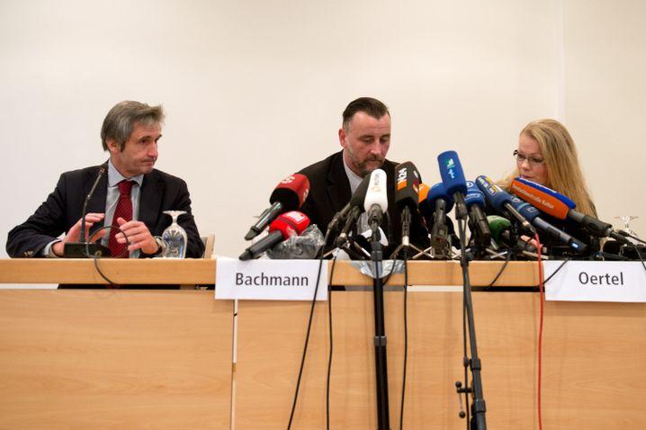 Die Pressekonferenz: Hausherr Richter mit Pegida-Machern Bachmann und Oertel