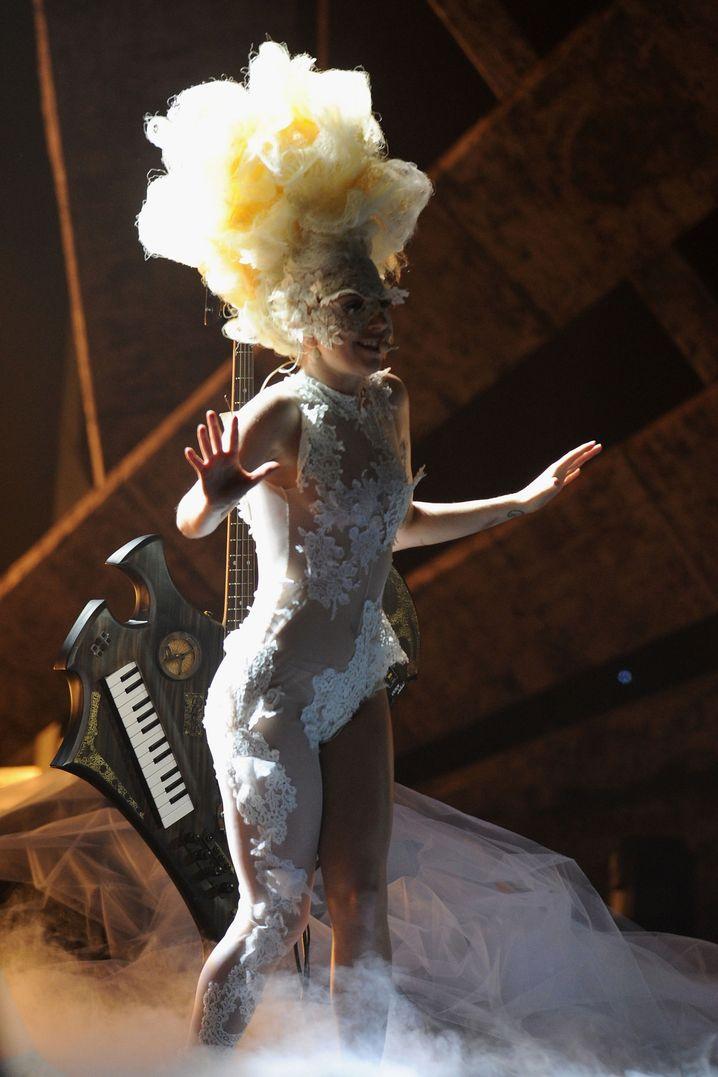 """Kostümierte Gaga 2010 bei den Brit Awards: """"Ich habe mich offenbart!"""""""