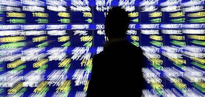Börsentafel in Tokio: Kreditkrise droht andere Teile der Welt in Mitleidenschaft zu ziehen.
