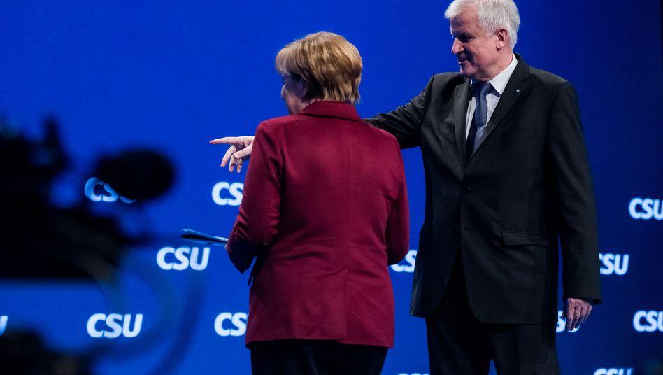 """Merkel und Seehofer auf dem CSU-Parteitag: """"Kein Zeichen der Verständigung"""""""