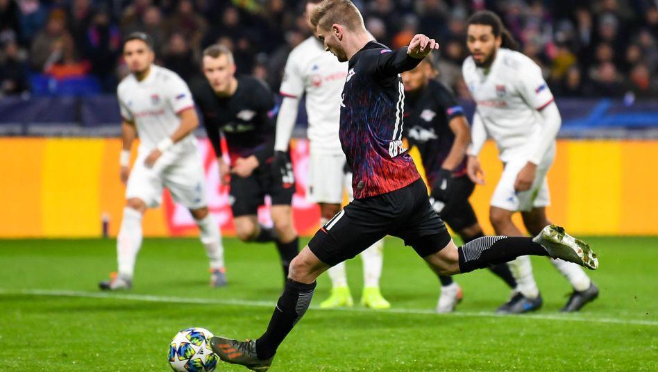 Leipzigs Timo Werner trifft per Elfmeter zur 2:0-Führung