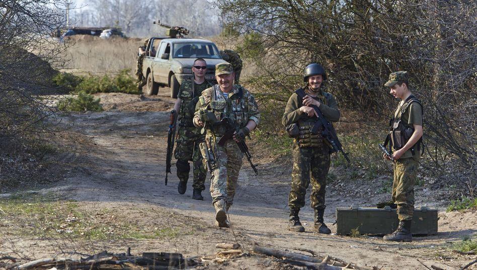 Ukrainische Soldaten in Luhansk: Angeblich russische Soldaten festgenommen