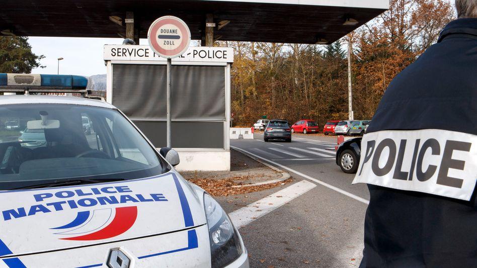 Grenzposten in Frankreich an der Grenze zur Schweiz: Schärfere Kontrollen