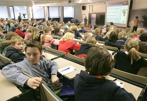 """Anders lernen außerhalb der Schule: Kinder-Vorlesung an der Fachhochschule Osnabrück zum Thema """"Warum kann ein Flugzeug fliegen?"""""""