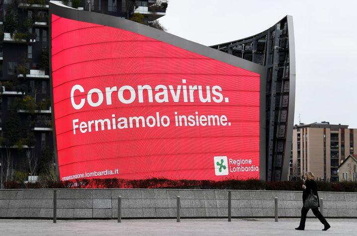 Corona-Warnhinweis in der Lombardei (Archivbild)