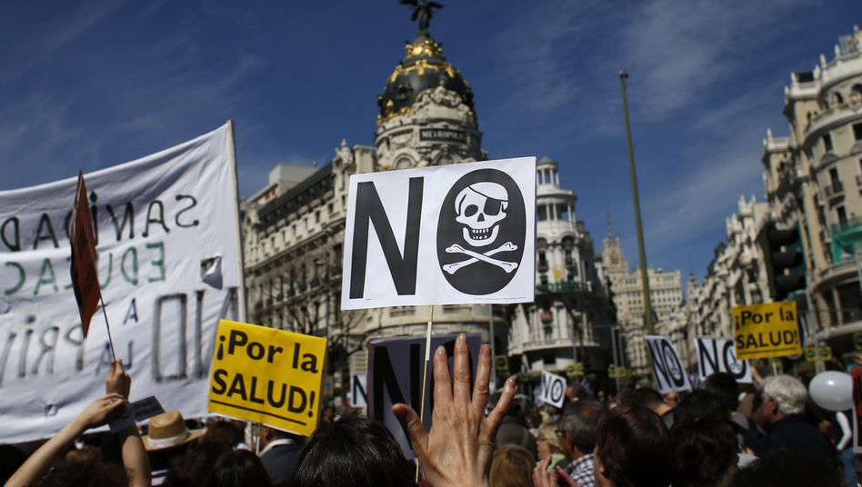 Health workers march against austerity in Madrid on April 21.