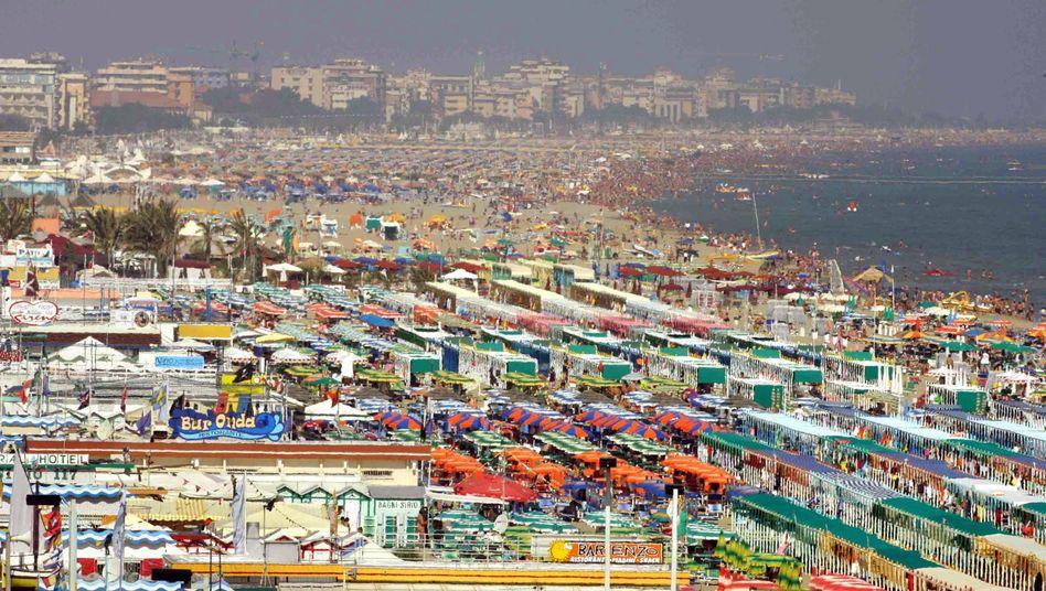 Reservieren verboten: Was an Italiens überfüllten Stränden frei ist, soll das auch bleiben