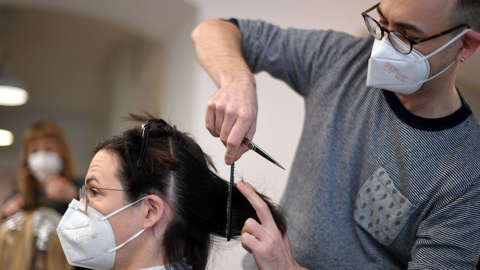 Friseurläden dürfen ab dem 1. März wieder öffnen, der Einzelhandel muss sich weiter gedulden