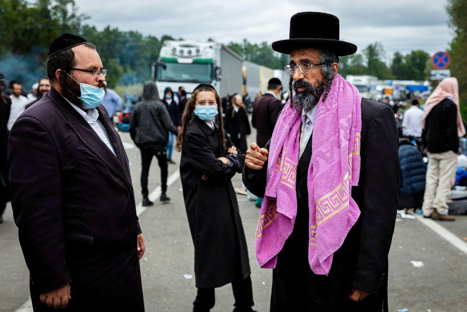 Orthodox Jews try to cross Ukraine-Belarus border to mark Rosh Hashanah in Uman, Novaya Guta - 16 Sep 2020