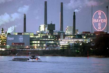 Schädliche Substanzen verkauft: Bayer-Werke in Leverkusen