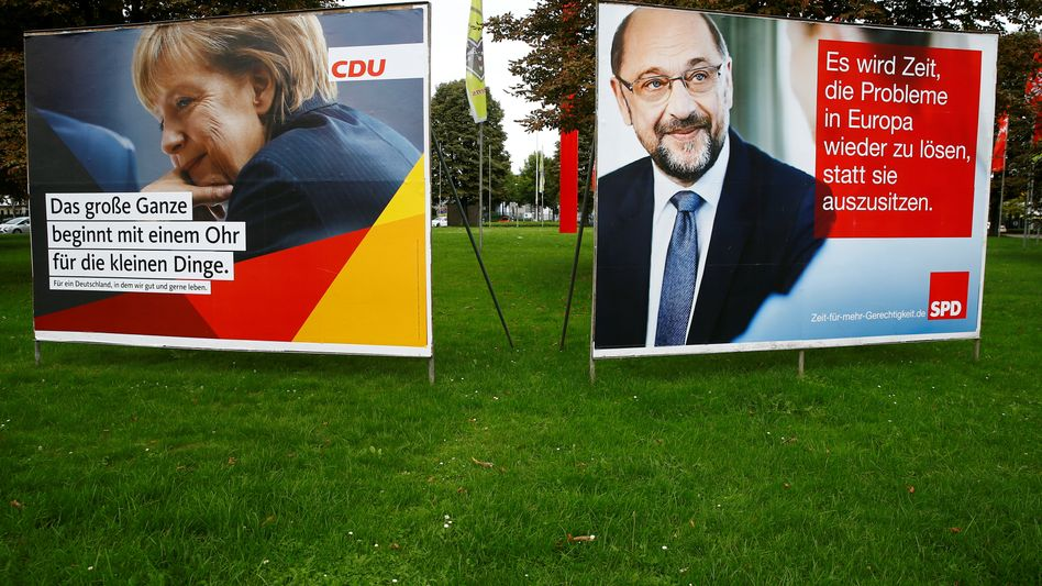 Wahlplakate mit Merkel und Schulz