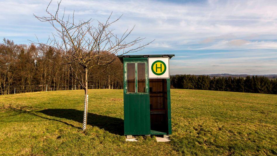 Bushaltestelle in der Nähe von Wipperfeld (Nordrhein-Westfalen): Um den Nahverkehr steht es in vielen ländlichen Regionen schlecht