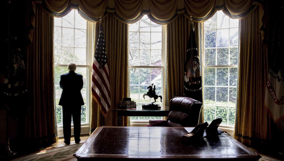 Donald Trump im Oval Office (Archivbild)
