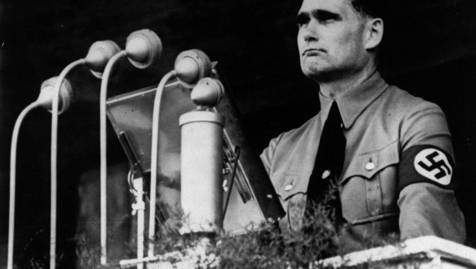 """Nazi Heß (Foto von 1937): Reise """"in Übereinkunft mit Engländern""""?"""