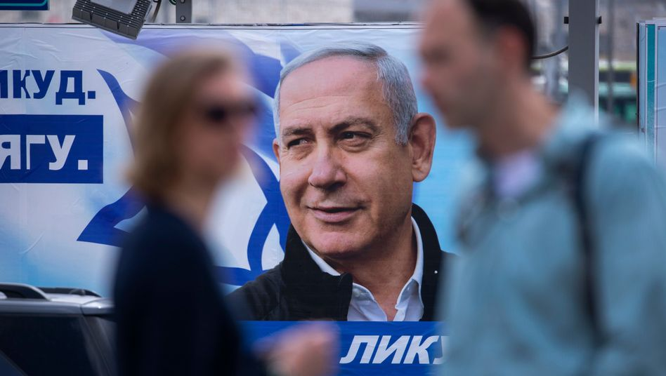 Wahlplakat mit dem Konterfei von Benjamin Netanyahu in Jerusalem