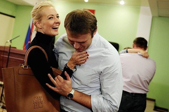Navalny and his wife Yulia in 2013 after a court in Kirov overturned his conviction for fraud.