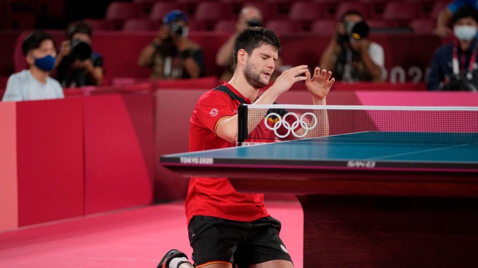 Platt an der Platte – und überglücklich: Dimitrij Ovtcharov nach seinem Sieg