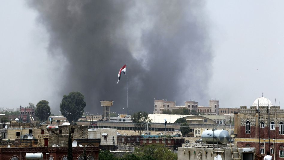 Rauch über Sanaa: Angriffe auf Militärakademie in Jemens Hauptstadt