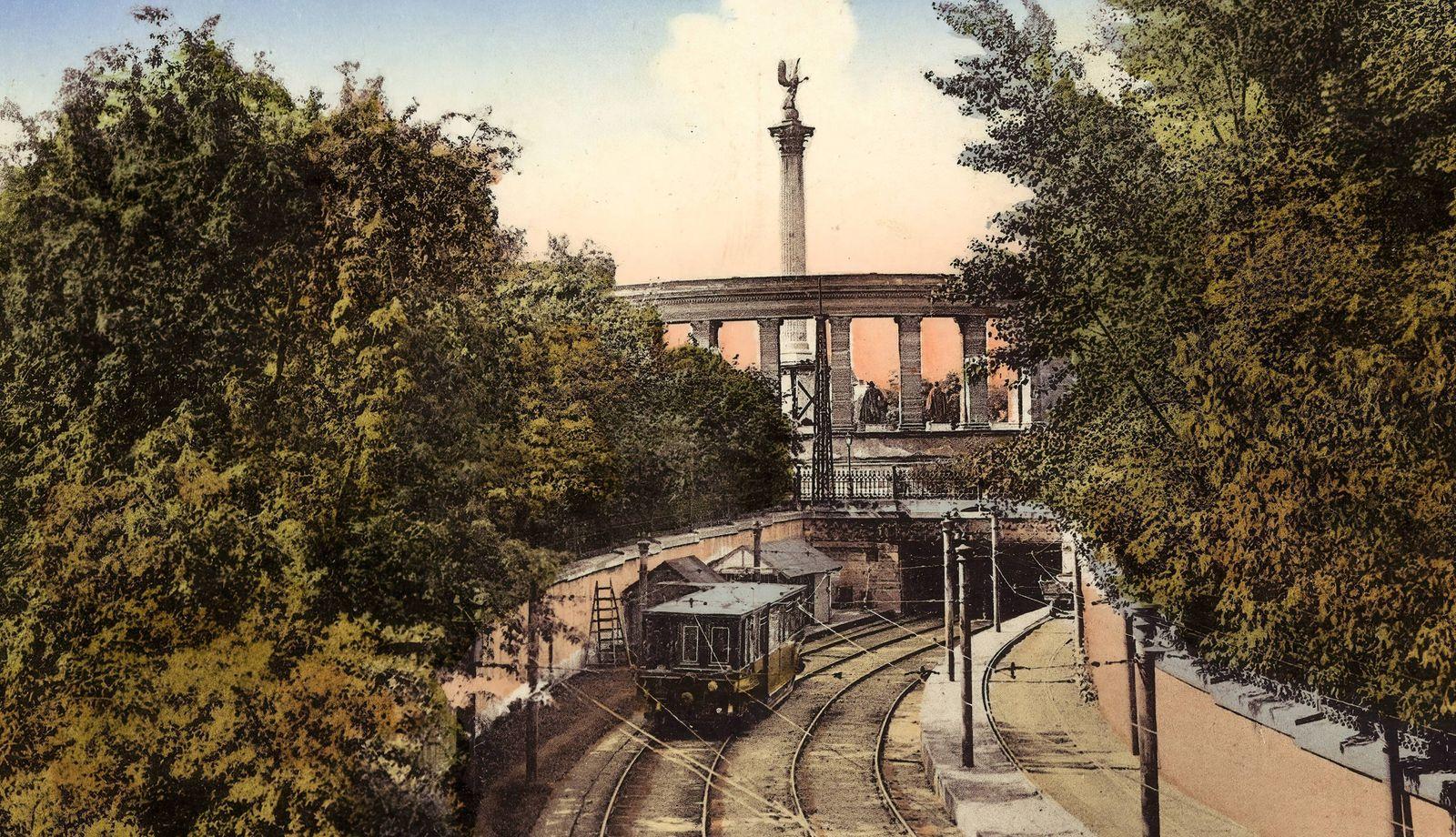Budapest Metro line 1, 1912, Budapest, Stadtw?ldchen mit der elektrischen Untergrundbahn, Hungary PUBLICATIONxINxGERxSUI