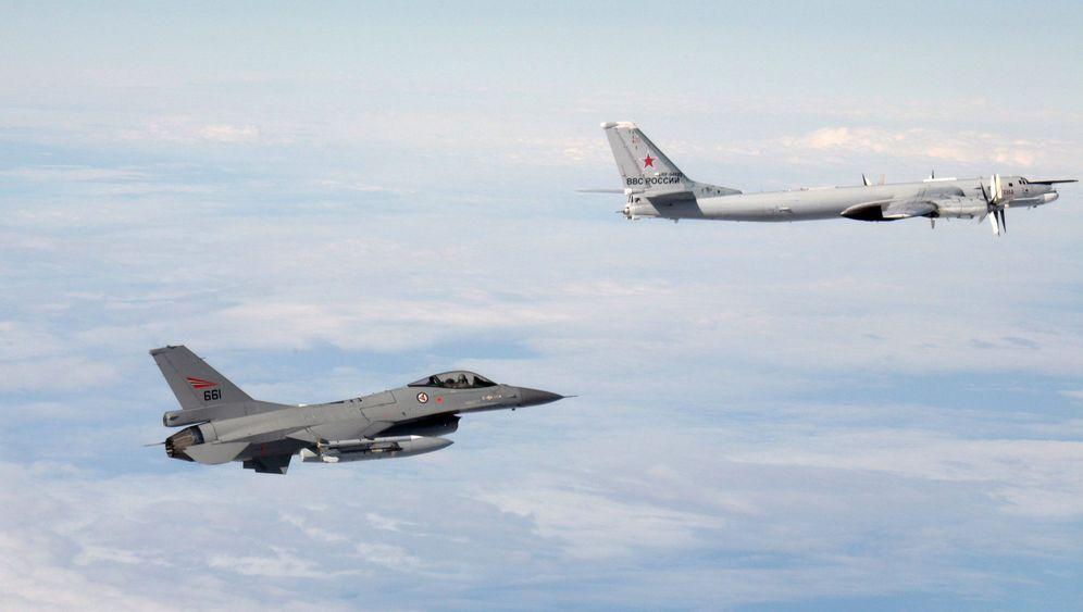 Flugzeug-Manöver über Europa: Nato-Kampfjets und russische Bomber