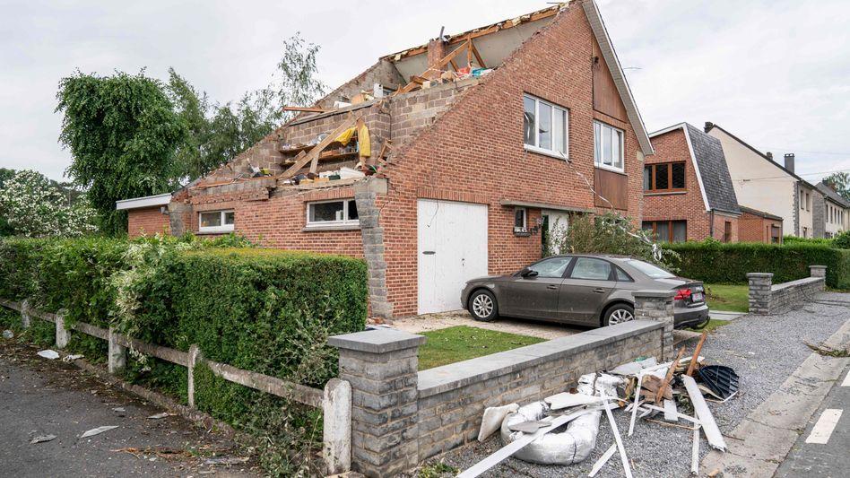Durch einen Tornado beschädigtes Haus im wallonischen Beauraing