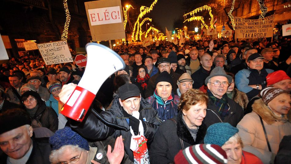 Protest in Budapest: Zehntausende demonstrieren gegen Regierungschef Orbán
